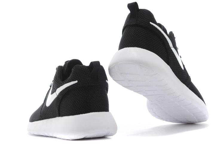 chaussure nike noir femme pas cher